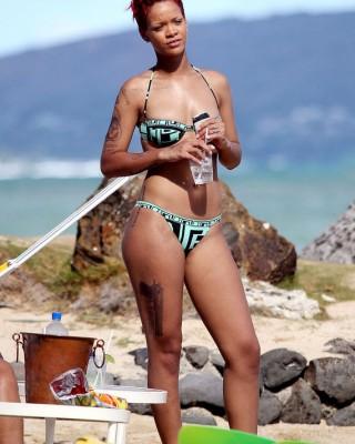 "Rihanna's Fake Skull and Guns Tattoo for ""Battleship"" Movie"
