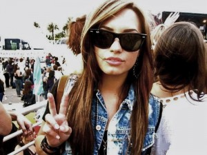 Demi Lovato Peace Sign