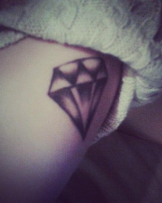 "Rihanna Drops New Single ""Diamond"" & Possibly a New Tattoo??"