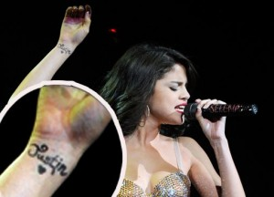 Selena Gomez Expresses Love with (fake) Justin Bieber Tattoo