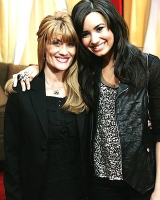 "Aww Mom! Demi ""Got into a Huge Fight"" w/ Mom Over Her Tattoo Obsession!"