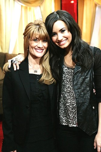 """Aww Mom! Demi """"Got into a Huge Fight"""" w/ Mom Over Her Tattoo Obsession!"""