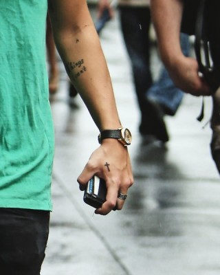 Harry Styles' Cross Tattoo on His Hand