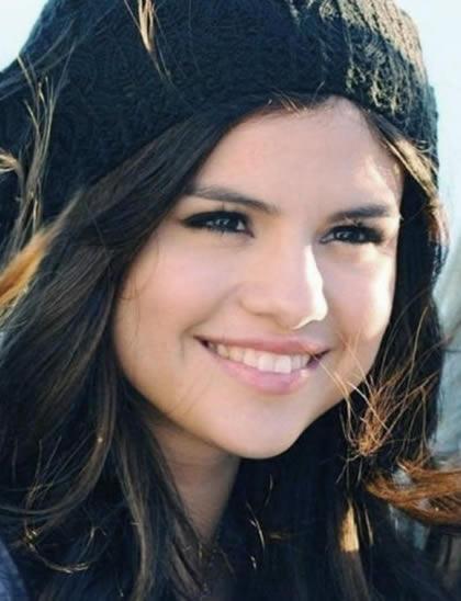 """Selena Gomez Talks Fan Tattoos, Calls Them """"Intense"""""""