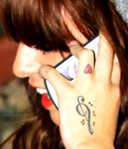 Cher Lloyd's Tiny Heart Tattoo on Her Finger