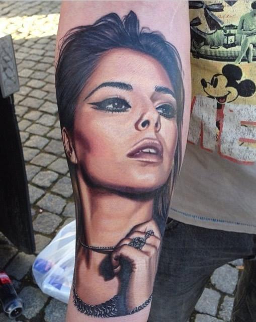 """Cheryl Cole """"Blown Away"""" By Fan's Amazing Portrait Tattoo"""