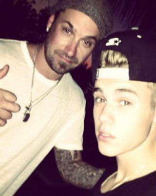 "Justin Bieber ""Taking a Break from Music"" to Open Tattoo Shop with Dad"