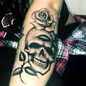 jesy nelson skull rose tattoo