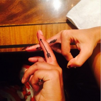 rita ora arrow finger tat