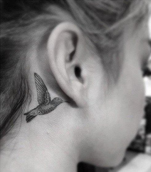 Sara Hyland's New Behind-the-Ear Hummingbird Tattoo Looks Awfully Familiar…