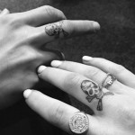 ellie-goulding-finger-skull-tattoo