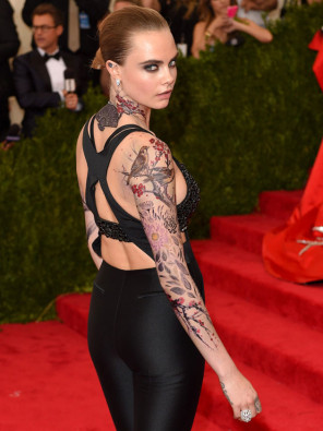 cara-delevingne-met-temporary-tattoos