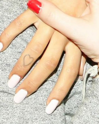 "Check Out Ariana Grande's Heart Finger and ""Hi"" Toe Tattoos!"