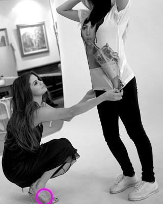 "Selena Gomez Honors Grandmother With ""Sunshine"" Foot Tattoo"